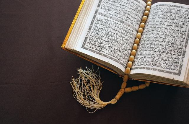 كرسي كتابة لغات الشعوب الإسلامية بالحرف القرآني